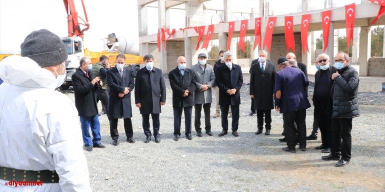 Erzincan Valisi Mehmet Makas, 1200 kişilik Terzibaba camisi ve külliyenin inşaatında temel atma törenine katıldı