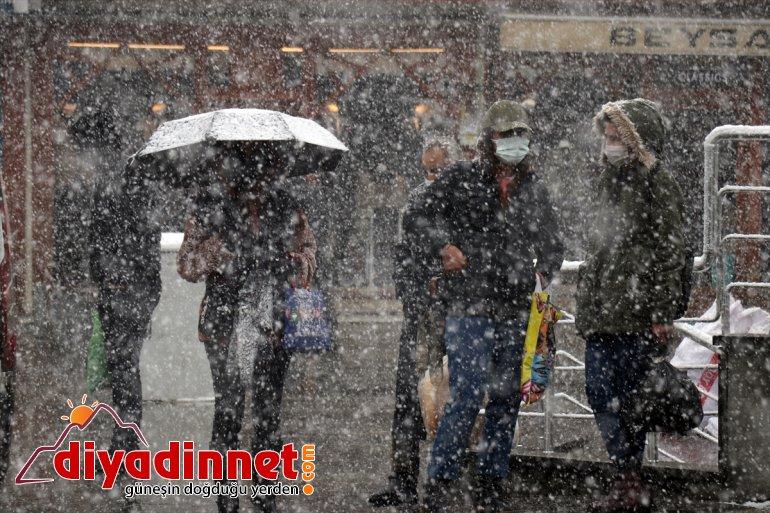 İlkbaharda etkili olan kar yağışı Ağrı da hayatı olumsuz etkiledi11