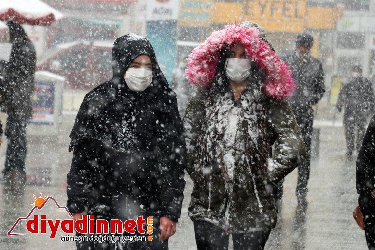 İlkbaharda etkili olan kar yağışı Ağrı da hayatı olumsuz etkiledi14