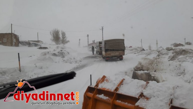 Kar ve tipi Ağrı Kars karayolunu ulaşıma kapattı3
