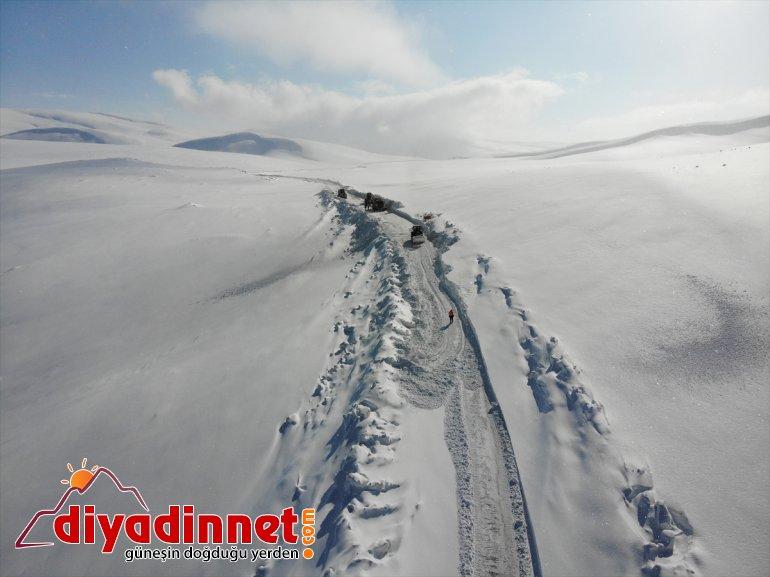 tutmak açık gece gündüz için yapıyor ekipleri görev mücadele Karla yolları kardan kapalı 7