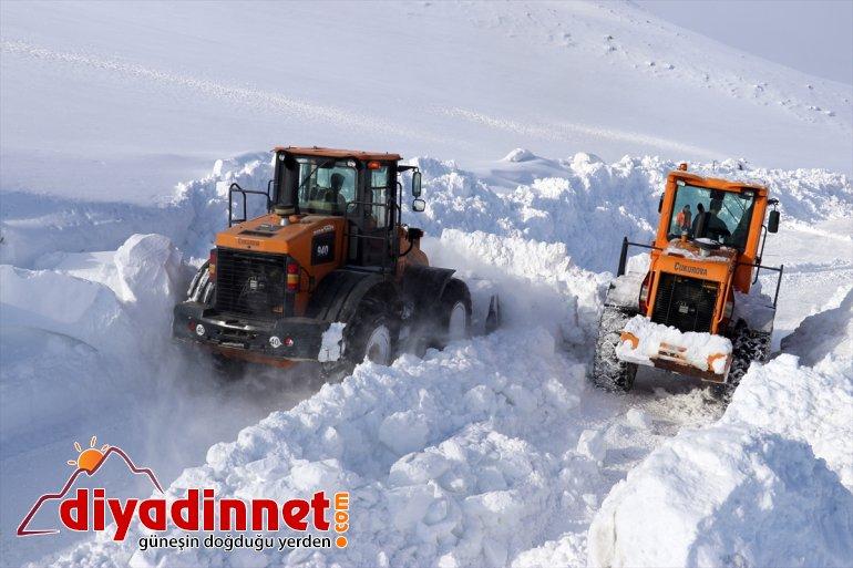 kapalı kardan Karla için görev yapıyor yolları açık gündüz tutmak mücadele gece ekipleri 10