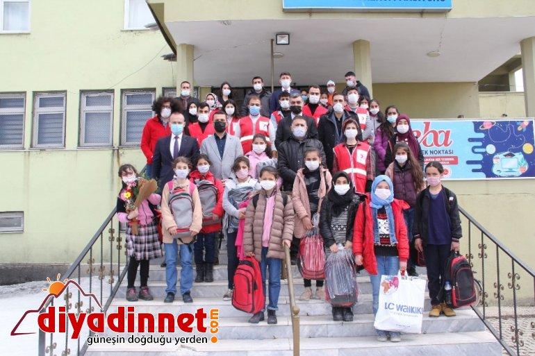 Kızılay'dan öğrencilere kırtasiye yardımı1