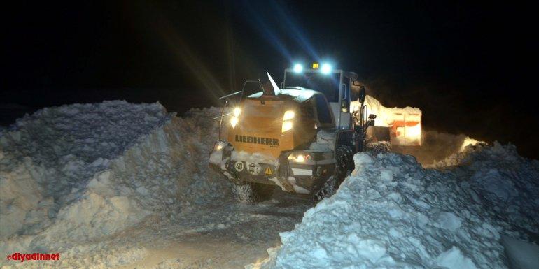 Muş'ta yolu kardan kapanan köydeki hasta için ekipler seferber oldu