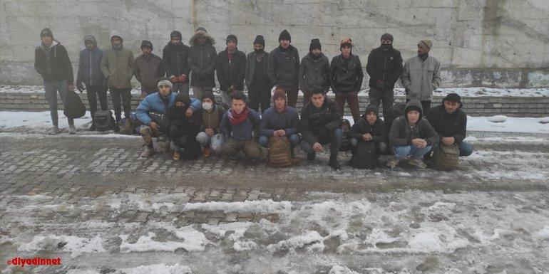 Van'da 22 düzensiz göçmen yakalandı
