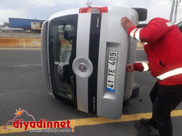 Ağrı da elektrik direğine çarpan araç kaza yaptı yaralı2