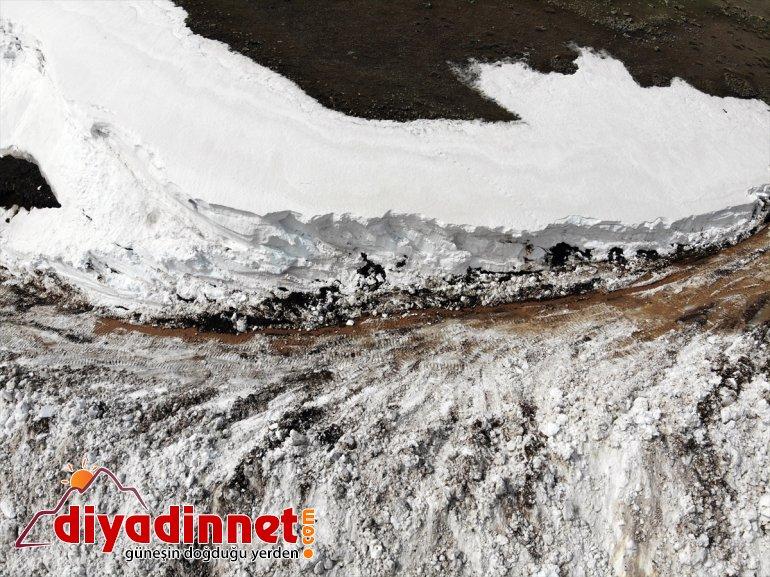 ile Ağrı'da yolları ulaşıma 6 kapalı çevre açıldı Gölü olan aydır köy Balık 10