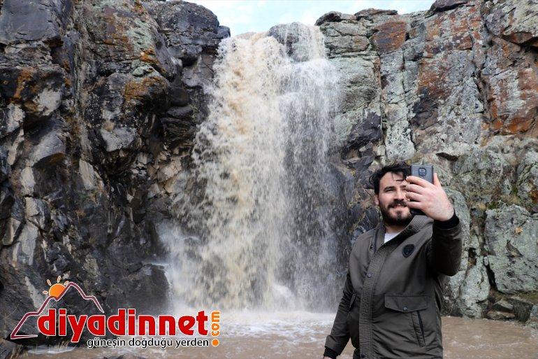 çekiyor Aşağı sularıyla Toklu başlayan Şelalesi buzları erimeye coşkulu Ağrı'da ilgi 4