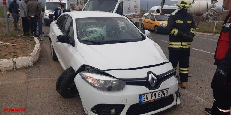Bingöl'de iki otomobilin çarpışması sonucu 5 kişi yaralandı