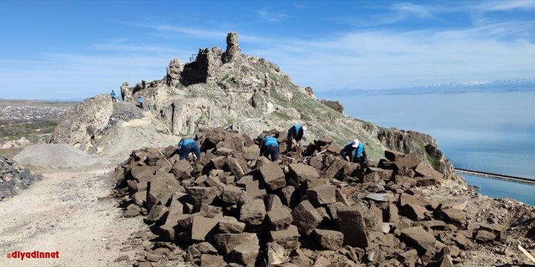 Adilcevaz Kalesi'nde restorasyon çalışması başlatıldı