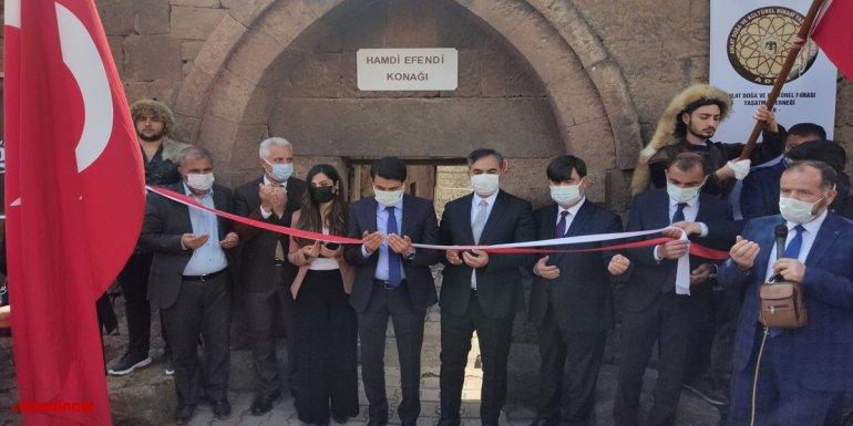 """Ahlat'ta """"1071 Kitap Otağı"""" projesi kapsamında oluşturulan kütüphanenin açılışı yapıldı"""