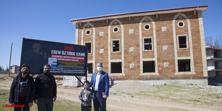 Bitlis'te 9 yaşındaki çocuk kumbarasındaki parayı şehit askerin yapılmasını vasiyet ettiği cami için bağışladı