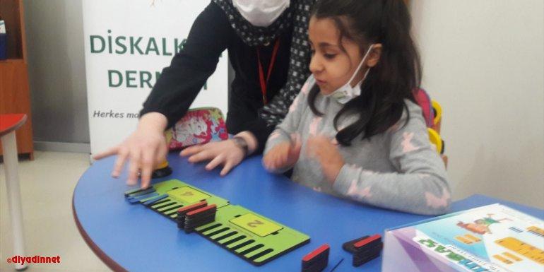 Diskalkuli Derneği, çocuklara materyallerle matematiği öğretiyor