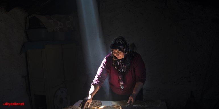 RAHMET VE BEREKET AYI RAMAZAN - Karslı kadınlar ramazan ayında tandırları yöresel lezzetler için yaktı