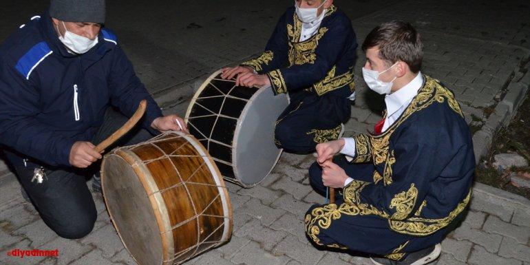 Kars'ta Ramazan davulcuları mesaiye başladı