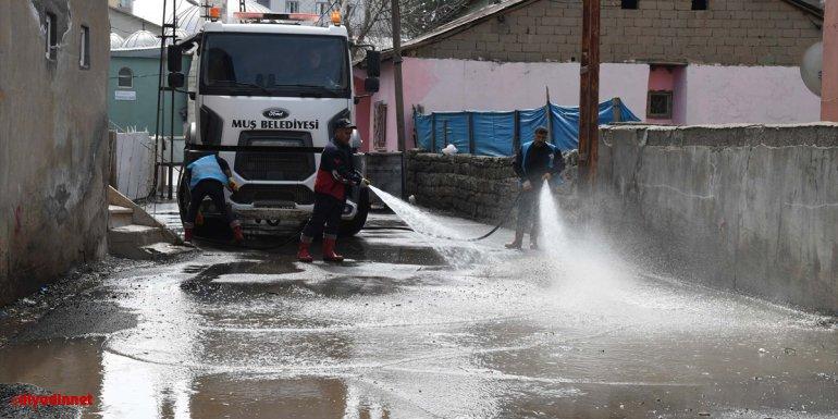 Muş Belediyesi cadde ve sokaklarda bahar temizliği yapıyor