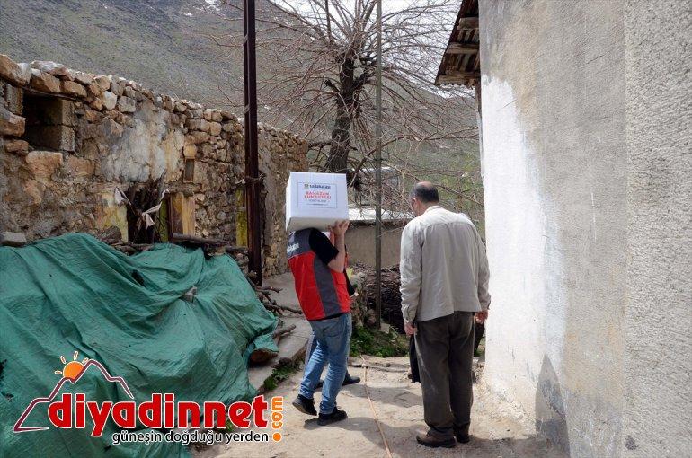 Bitlis'te Derneği aileye kolisi Sadakataşı yardım 100 dağıttı 3