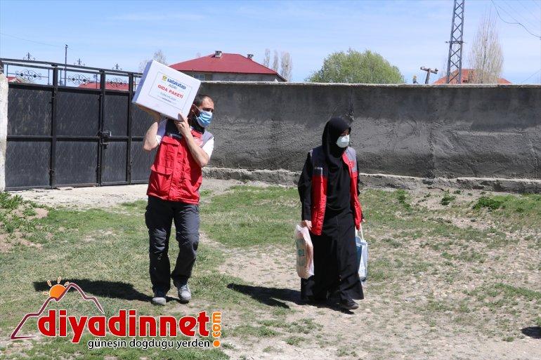 Sadakataşı Derneği gönüllüleri Ağrı da ihtiyaç sahiplerine yardımda bulundu15