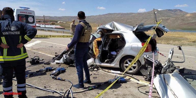 Van'da otomobille kamyonetin çarpışması sonucu 1 kişi öldü, 2 kişi yaralandı
