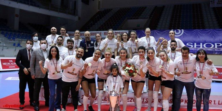 Voleybol Sigorta Shop Kadınlar 1. Ligi Final Etabı maçları sona erdi