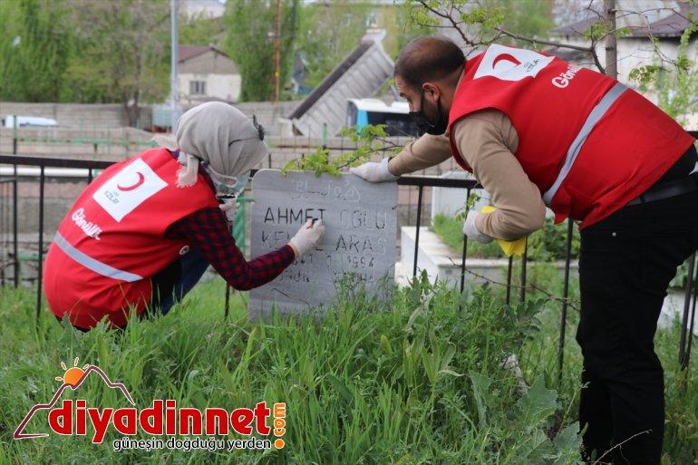 gönüllüleri temizliği mezarları AĞRI Kızılay - çevre yaptı onarıp 6