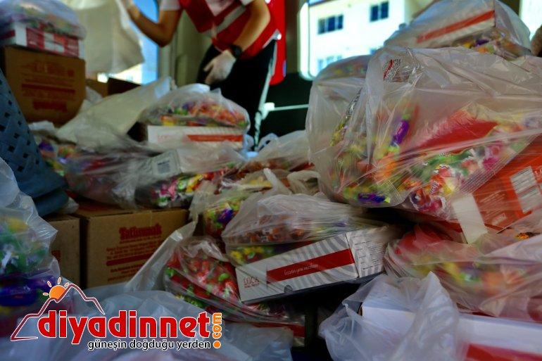 Çocukların bayram şekeri Kızılay dan4