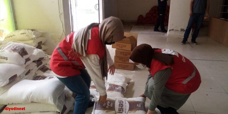 Türk Kızılay Keban'da 250 aileye 250 çuval un ile et dağıttı