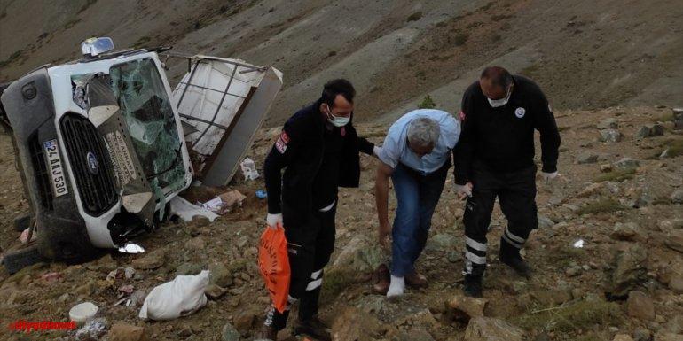 Erzincan'da şarampole devrilen kamyonetteki 4 kişi yaralandı