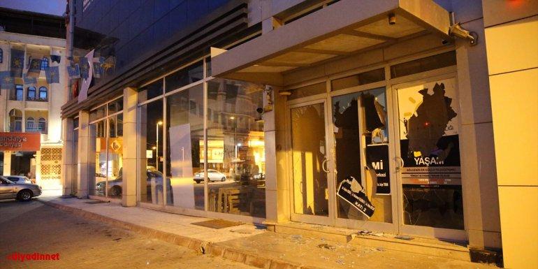 Malatya'da iş merkezinin giriş katının camlarını sopayla kıran şüpheli tutuklandı