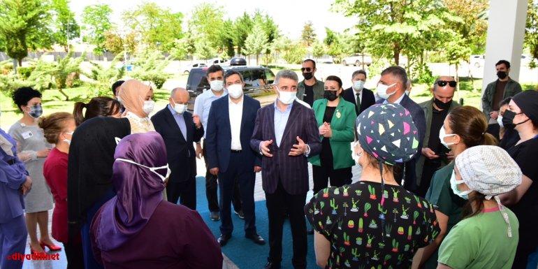 Malatya Valisi Aydın Baruş, sağlık çalışanları ve şehit aileleriyle bayramlaştı