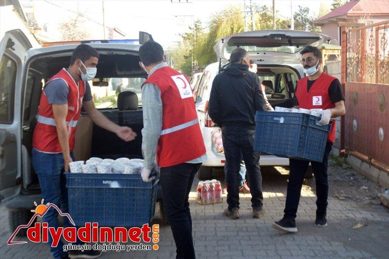 Türk Kızılay hayırsever desteğiyle Ağrı'da ihtiyaç sahiplerine iftarlık ulaştırıyor