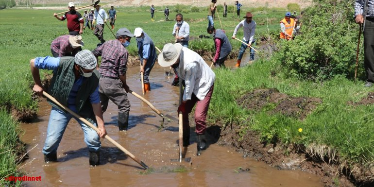 Van'daki 10 kilometrelik tarihi sulama kanalını vatandaşlar el birliğiyle temizledi