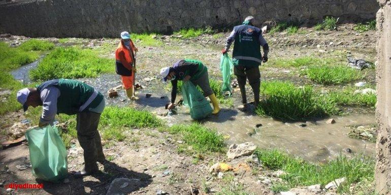 Van Büyükşehir Belediyesi derelerde temizlik çalışması yapıyor