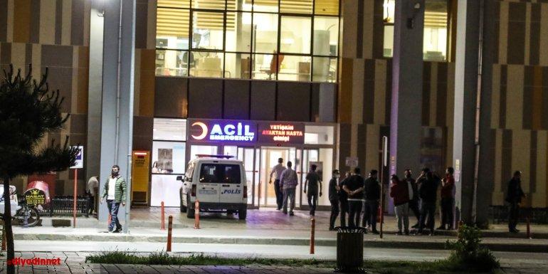 Van'da trafik kazasında yaralanan kişi, 4 sağlık çalışanıyla bir polisi darbetti