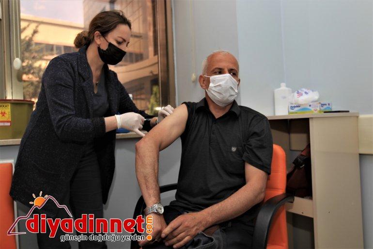 çıkışı götürüldü cuma vatandaşlar otobüslerle Van'da aşıya üstü 55 namazı yaş 4