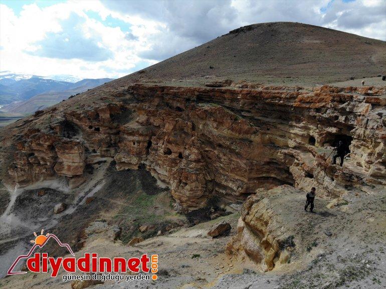 bekliyor ziyaretçilerini Biligan - yapılan 'Yukarı Mağaraları' AĞRI Kayalar oyularak 15