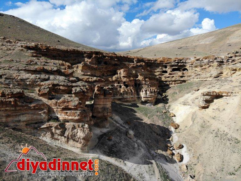 'Yukarı Biligan bekliyor yapılan oyularak - ziyaretçilerini Mağaraları' AĞRI Kayalar 30