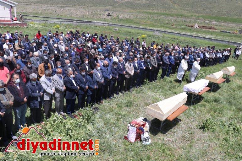 kazasında kişi toprağa - hayatını Sivas'taki AĞRI kaybeden 4 verildi trafik Ağrı'da 9