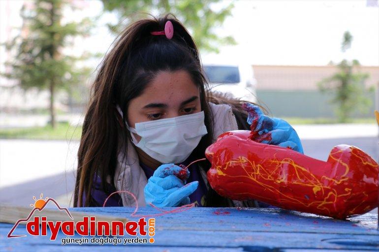 pet çöpten Ağrı'da şişeler dönüştürülüyor gençlerin topladıkları gönüllü saksısına atık çiçek 12