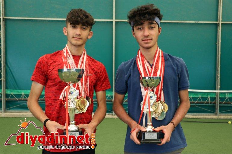 Türk genç istiyor uluslararası bayrağını tenisçiler dalgalandırmak Ağrılı müsabakalarda 9