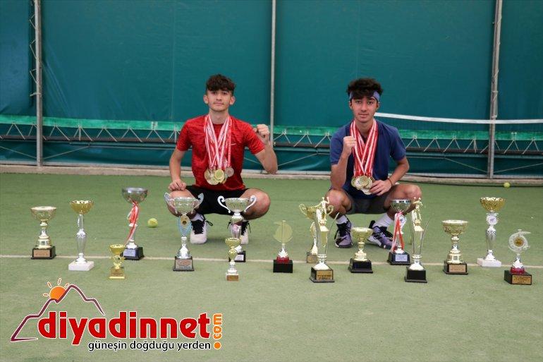 müsabakalarda Ağrılı tenisçiler bayrağını istiyor Türk genç dalgalandırmak uluslararası 10