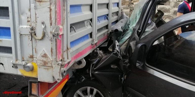 Bingöl'de hafif ticari araç tıra çarptı: 4 yaralı