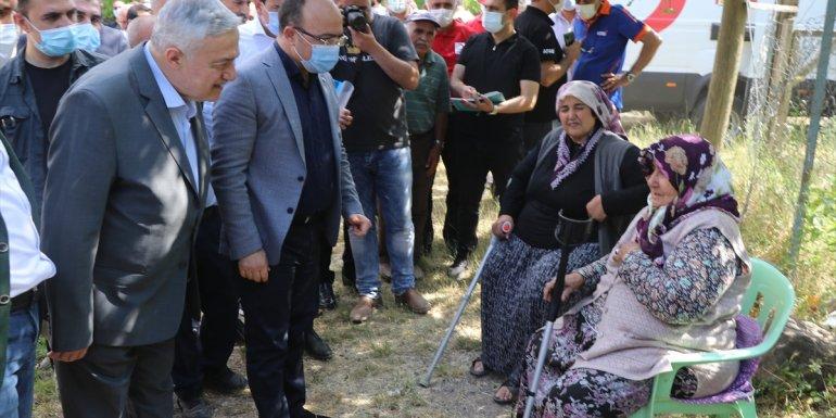Elazığ Valisi Erkaya Yırık, depremin ardından Karakoçan ilçesinde incelemelerde bulundu