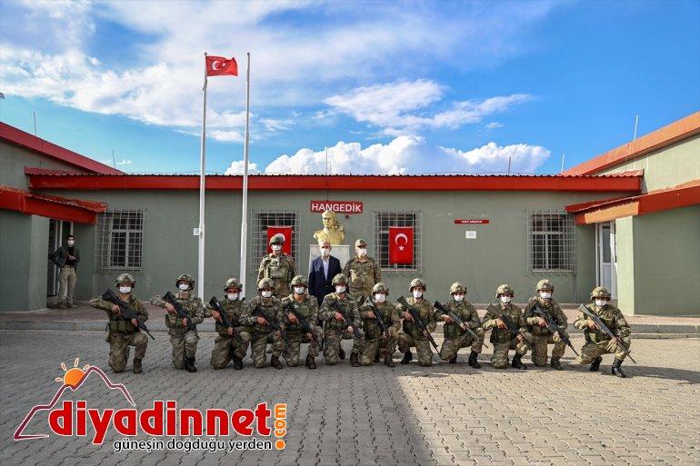 çalışmalarını duvarı İçişleri sınır hattında yapılan inceledi: güvenlik Soylu, Bakanı 9