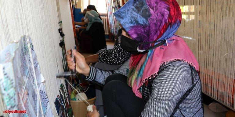 """Ata mirası """"Karabağ kilimi"""" genç kızların göz nuruyla geleceğe aktarılıyor"""
