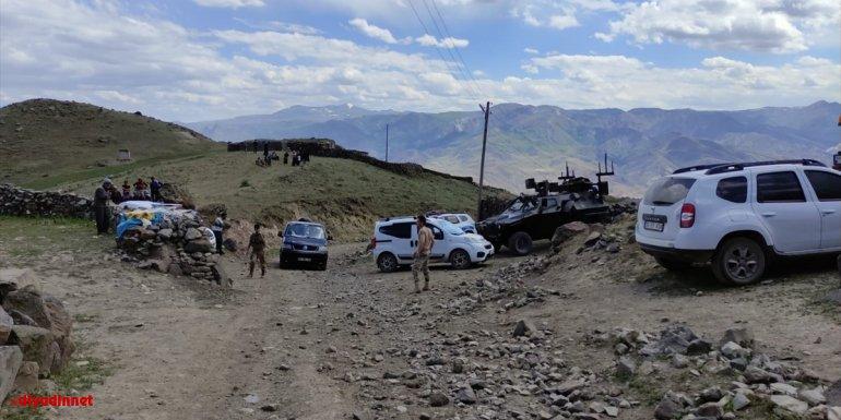 Kars'ta şarampole devrilen kamyonette bulunan 2 kişi öldü, 2'si asker 3 kişi yaralandı