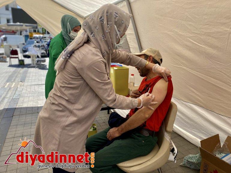 Kırmızı kategoride olan Ağrı da mobil aşı stantları ilgi görüyor5