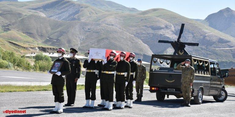 Pençe Yıldırım Harekatı'nda şehit olan asker için Hakkari'de tören düzenlendi