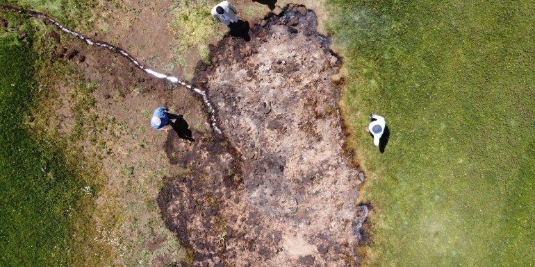 Van'da çayırlık alanda yanan toprak AFAD ekiplerince incelendi