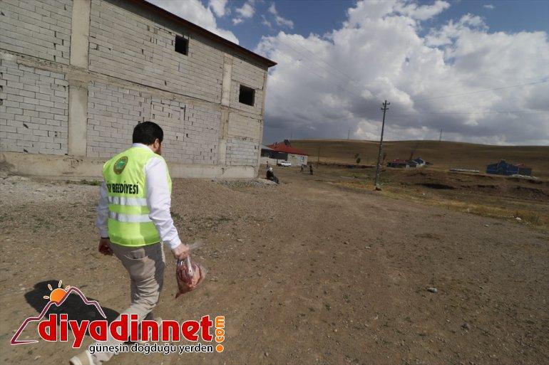 ihtiyaç dağıttı Sayan Ağrı Belediye sahiplerine eti Başkanı kurban 2